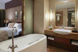 JJN Deluxe Room Bathroom