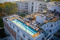 Rooftop Pool & Poolside Bar