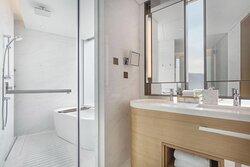 Executive Ocean View Suite Bathroom