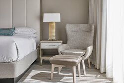 King Guest Room - Seating Area