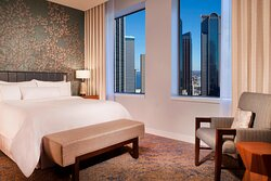 Dallas King Suite - Bedroom