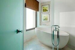 Astor Suite Bathroom - Tub