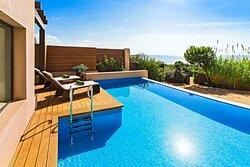 Premium Grand Infinity Beachfront Suite