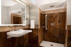 Accessible Junior Suite Bathroom