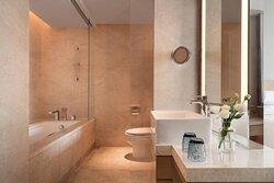 Executive Bathroom - Tub