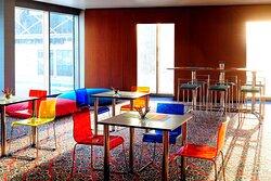Al Oqhuwan Meeting Room