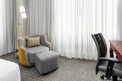 Queen/Queen Guest Room – Seating Area