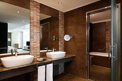 Diplomatic Suite - Bathroom