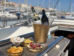 Luxury Sunset Sailing - Ibiza Style - Lisboa. Os melhores vinhos & espumantes para os nossos clientes em parceria com WEC (Wine & Executive Club)
