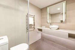 vibe hotel subiaco perth guest room bathroom