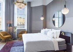 Sea Salon Suite bed