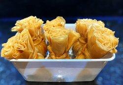 :: Toeng Tong Moe :: Gevulde gouden pakketjes met varkens gehakt.