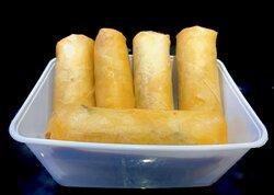 :: Poh Pia Pad Thai Kai :: Loempia gevuld met pad thai noedels en kip.