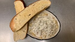 Chicken Fettuccine Alfredo served with 2 pieces of freshly made garlic toast.