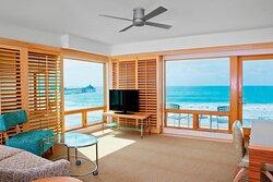 One-Bedroom Oceanfront Corner Suite