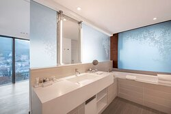 Junior suite bathroom