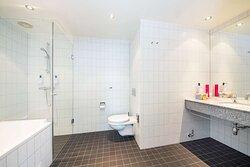 Scandic Stavanger Airport bathroom