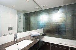 Scandic Ornen standard room bathroom