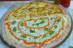 Pizza de Queijo Coalho com geléia de cacau e  Pizza Dedo de moça com ricota e geléia de pimenta.