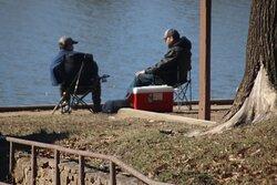 Two pwoplw were fishing.