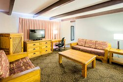 2 Queen Suite Livng Area