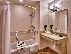 You can use our bathroom with accessible tub.