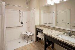 GrandStay Spicer Room ADA Tub