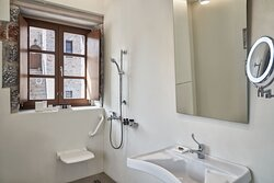 Deluxe Sea View Disabled Access Bathroom
