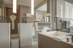 Swanky Modern En-suite Bathrooms With Plush Toiletries
