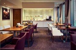 Continental breakfast Club Lounge