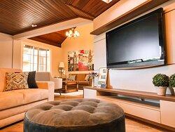 Conforto e sofisticação, sem perder a essência intimista. São os elementos que compõe nosso lounge.