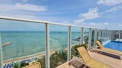 Vista da piscina do Seara Praia Hotel