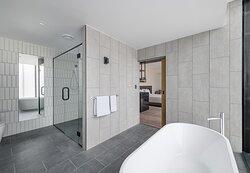 Suite Bathroom with bath tub
