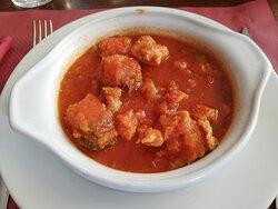 atún con tomate