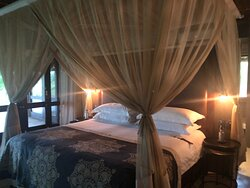 The suite(4) has a Mosquito nets,a private pool ,indoor and outdoor shower, bath tub , A couch , coffee machine and refrigerator.