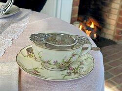 Beautiful dinnerware!
