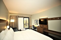 King Feature Guest Room with Balcony Park View