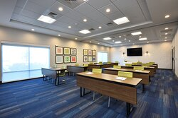 We offer 1000 sq. ft. of flexible meeting space