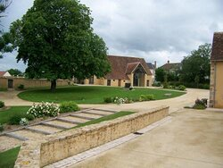 Le Prieuré Saint-Michel. Vue 13. Le Jardin du Prieuré au Printemps. Le Magny 36400.