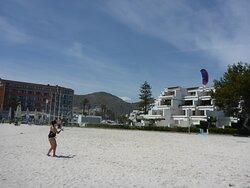clases de kitesurf en Mallorca playa de Alcudia en Abril