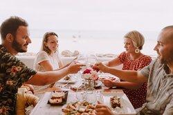 Disfruta con tus amigos de la gastronomía del Brisa!