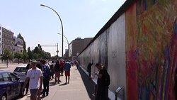 Quartiere vivace e sede d'arte del muro