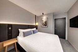 vibe hotel hobart queen deluxe room