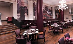 Relaxed dining within the Grand Central Hotel Glasgow