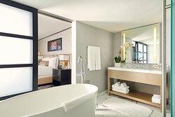 Suite Vice Presidential Ocean Front Bathroom