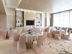 Drawing Room I Round Table Business Meeting