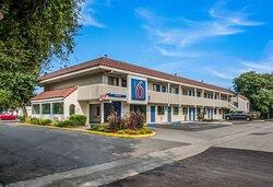 Motel Petaluma CA Exterior