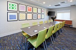 Bright and Modern Meeting Space