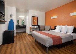 Motel Temecula Rancho CA Bed