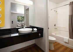 Motel Temecula Rancho CA Bathroom